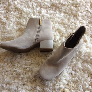 ***Kenneth Cole | Neutral Suede Leather Booties